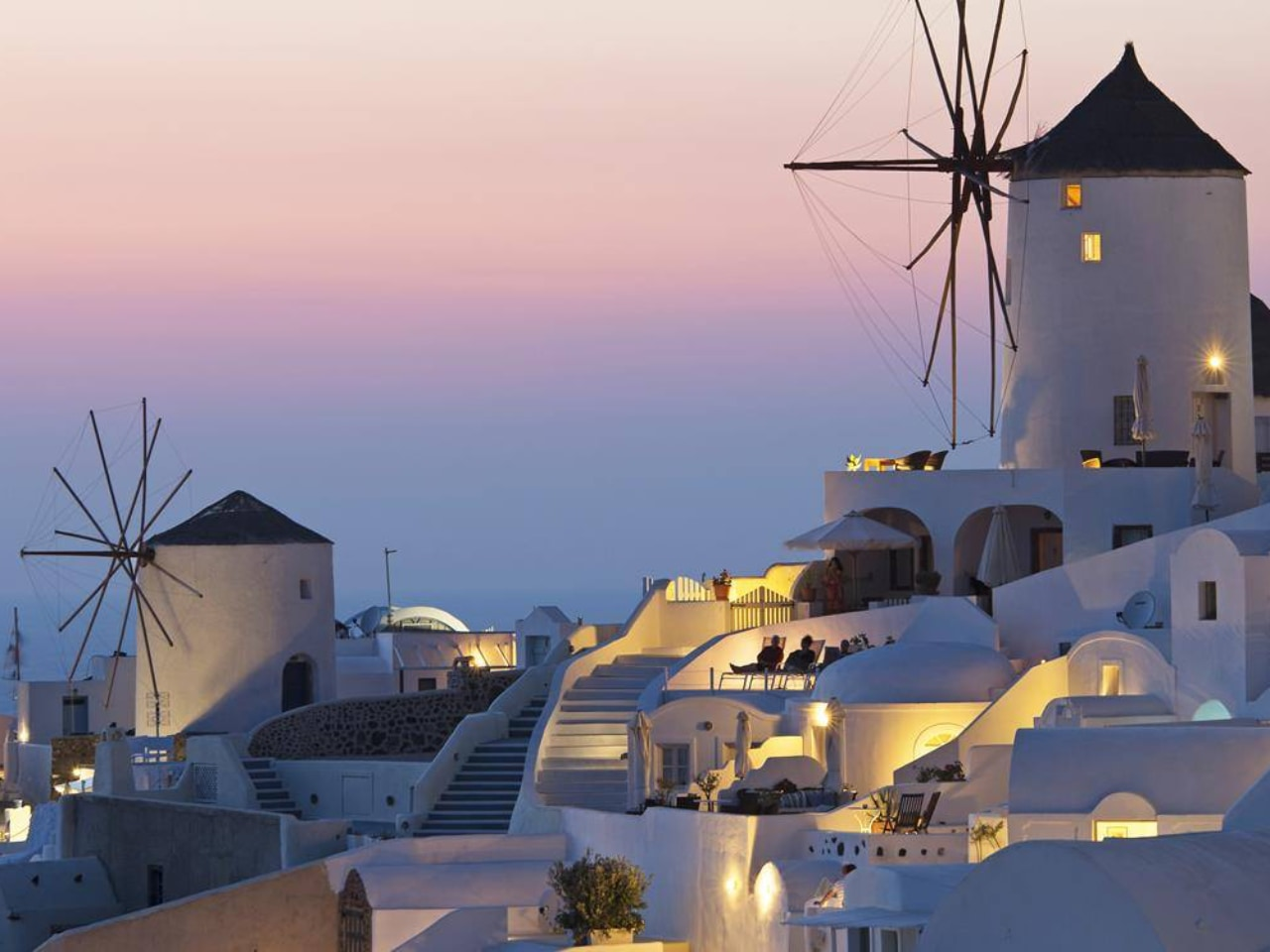 Minoan Lines' New Santorini Palace Links Crete with Cyclades Islands