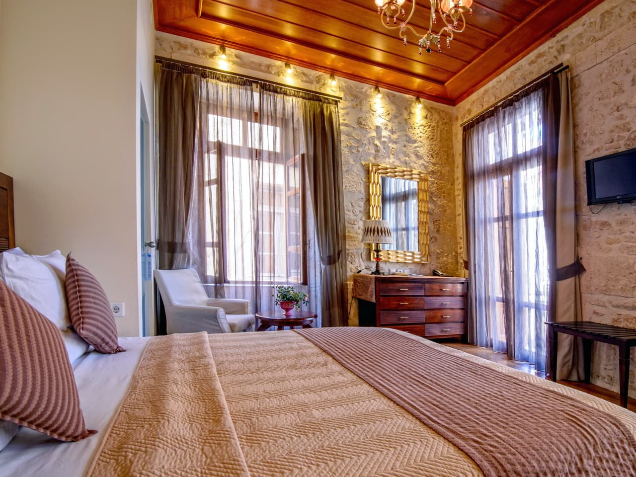 Hotel Leo : Two Storey Building Of 15th Century, The Former Residence Of Venetian Local Governor