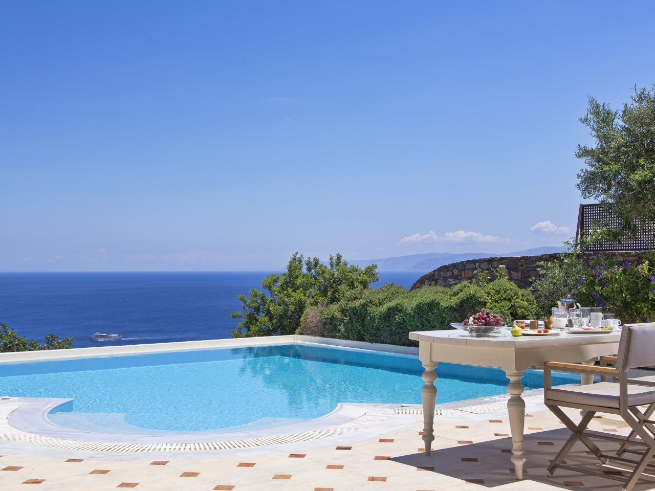 Greetings & Offers From Elounda Gulf Villas & Suites