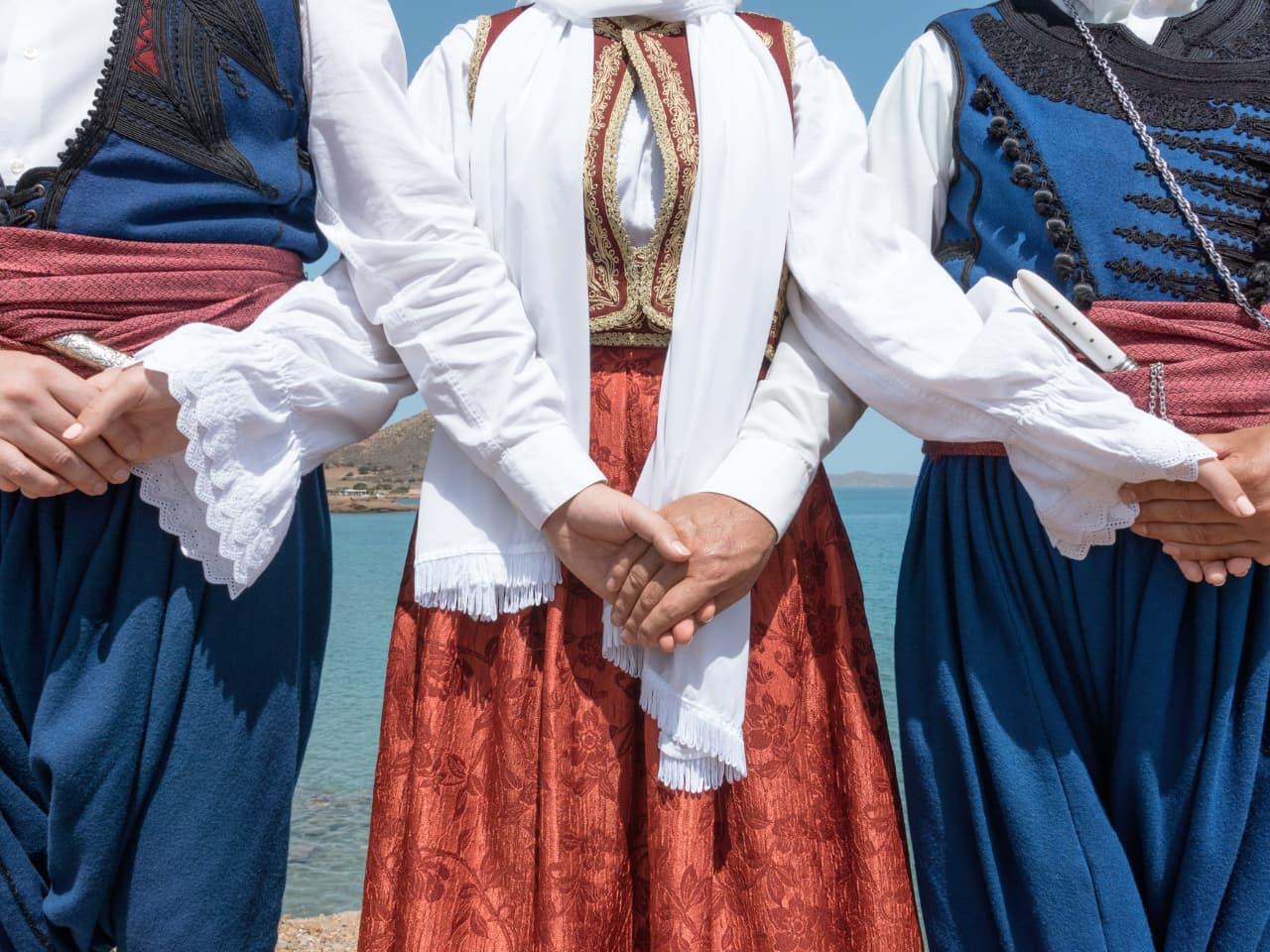 Cretan Lyre Music & Dances - Customs Crete