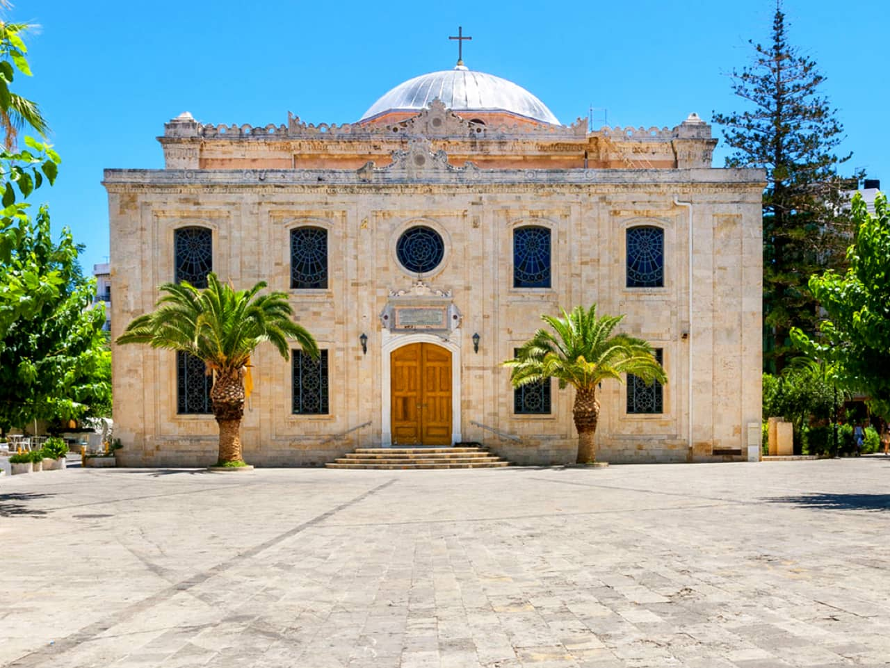 A Tour of the City of Heraklion crete, cultural tour iraklion crete, heraklion crete activiities, heraklion city tour self guided, best places to visit heraklion, what to do heraklion crete, koules fortress, morosini krini, st titos, st minas church, food tour heraklion