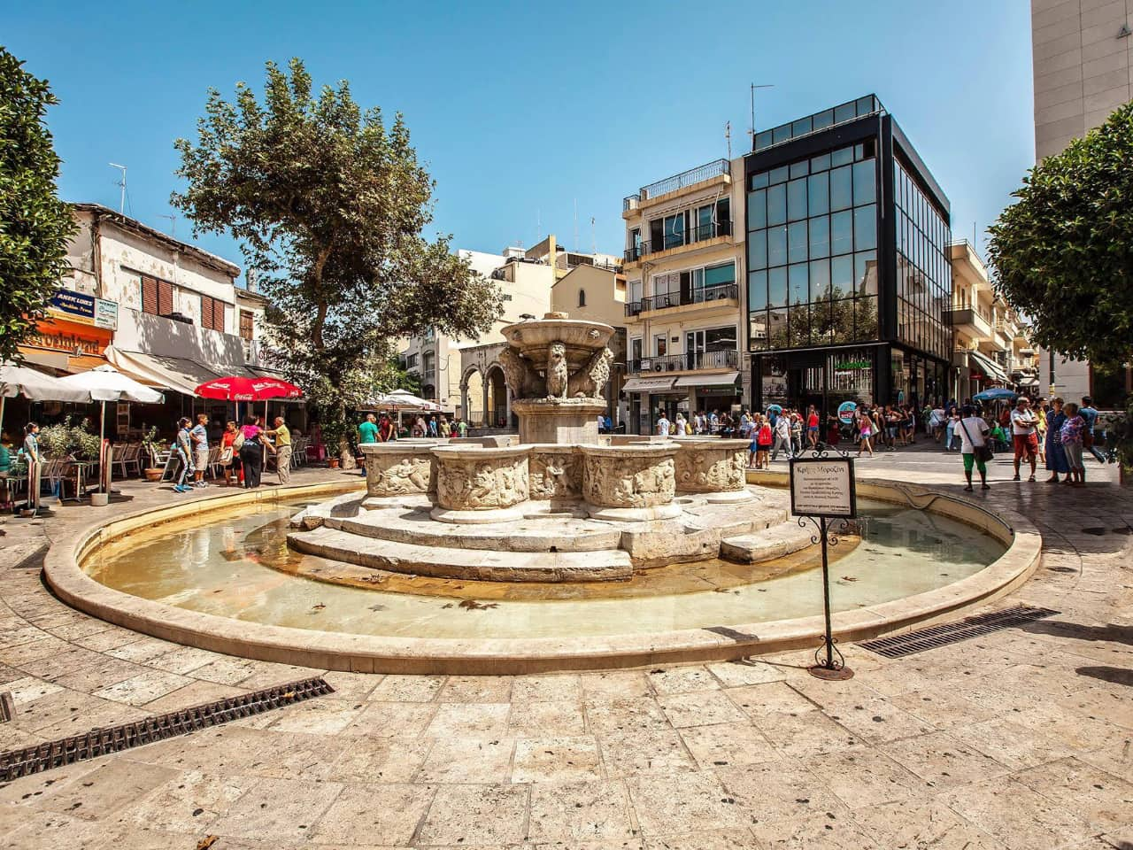 heraklion lion's square, meet the minotaur, Palace of Knossos and the Archaeological Museum of Heraklion, historical tour knossos, historical tour heraklion crete, chania excursion tour to knossos and archaeological museum heraklion