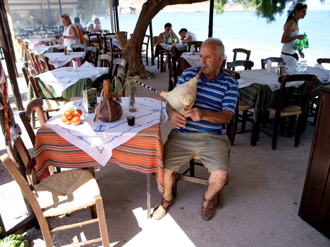 platanakis restaurant kato zakros, platanakis tavern kato zakros, eatery kato zakros, where to eat kato zakros, best food kato zakros east crete
