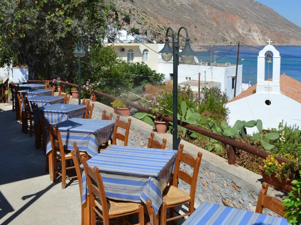 Taverna Stratis at magical Loutro Village, stratis eatery loutro village crete, stratis restaurant loutro, pantelitsa rooms