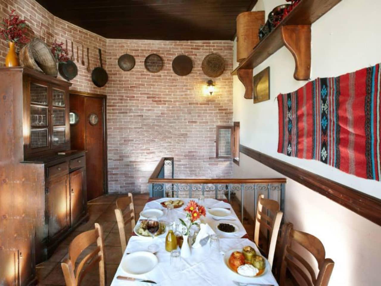 chrisostomos restaurant chania, hrisostomos tavern chania crete, chrisostomos chania crete, best cretan food chania, authentic food chania, gastronomy chania, where to eat chania