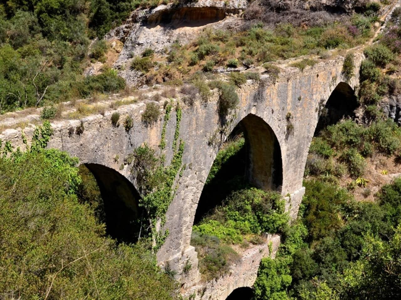 Agia Eirini Spilia (holy peace) you can find the Morosinis aqueduct