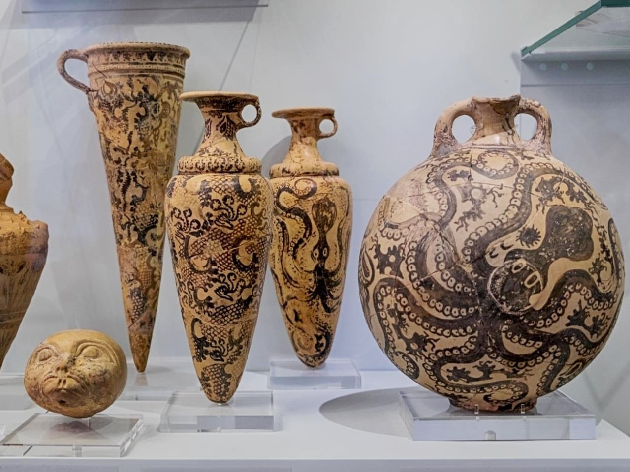 archaeological museum heraklion, Heraklion travel guide, iraklion travel guide, heraklion things to do, heraklion activities, history of heraklion, museums heraklion, restaurants iraklion, events heraklion, travel tips heraklion, heraklion tours, crete travel, the crete you are looking for