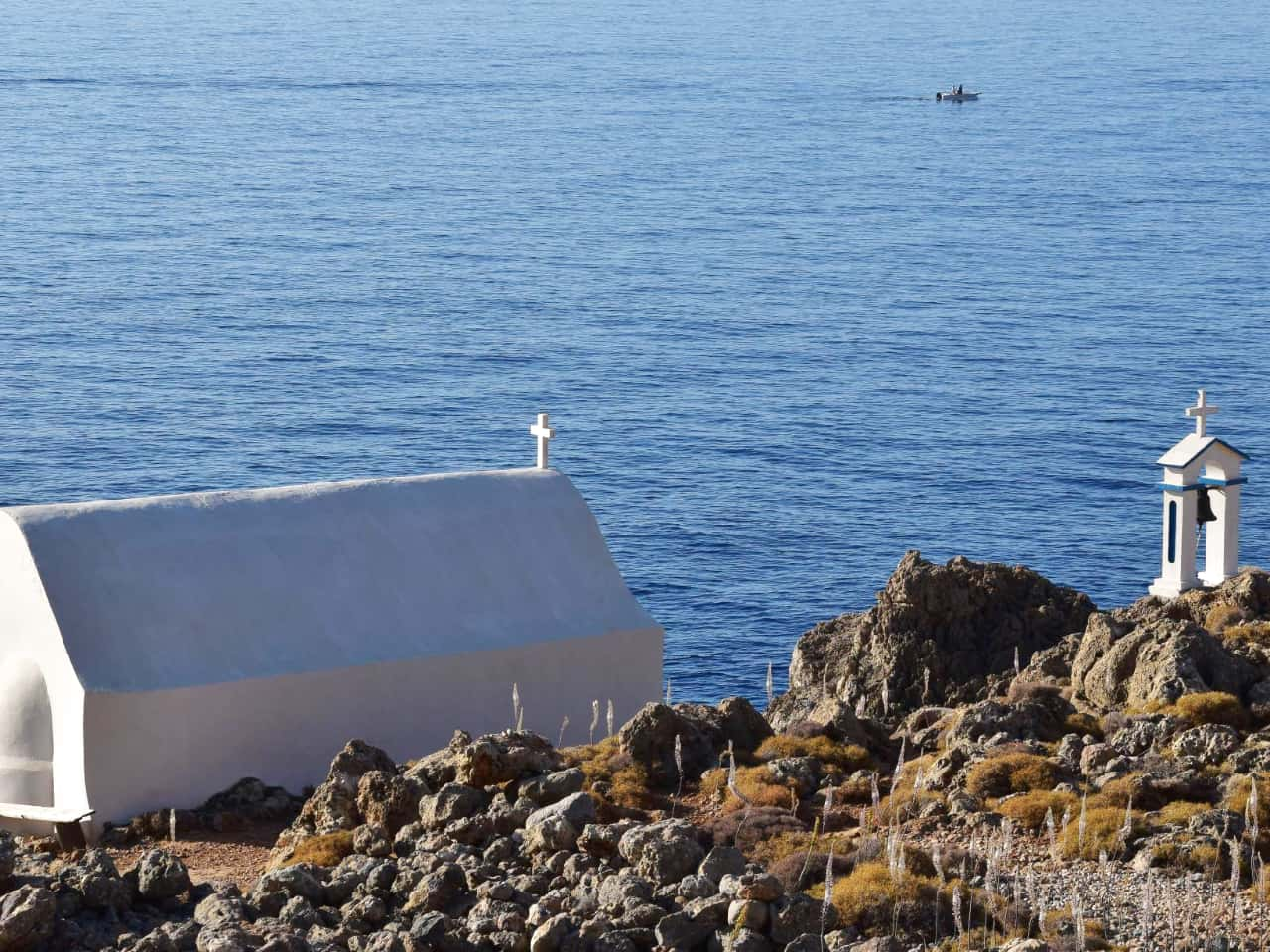 travel guide loutro village, loutro village best hotels, loutro village where to stay, activities loutro village, apartments studios rooms loutro village, ferry loutro village, hiking loutro village, sea kayak loutro village, sailing sfakia loutro, travel tips loutro village