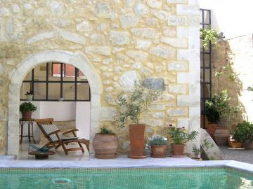 Villa Maroulas rethimno, family big villa rethimno, Luxury vacation villa rentals in Crete, a self catering accommodation villa to rent with 5 bedrooms, scenic view villa rethymno, pool & Jacuzzi near the beach for holidays, villa in crete, family holidays in crete