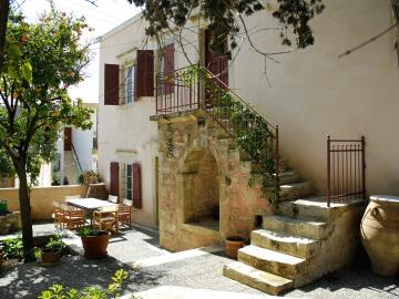 CreteTravel,Central Crete,Siornikoletos Cretan Home