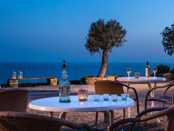 Notos Apartments Triopetra, south rethymno best place to stay, notos studios triopetra crete, best small hotels in Crete, sea view rooms south rethymno, where to stay south rethymno, notos hotel south rethymno, triopetra hotels to stay, small family hotel