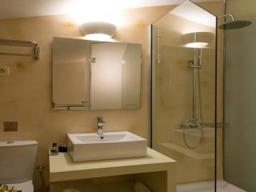 bathroom libyan mare hotel suites, Erato Master Suite, paleochora hotels, sea view hotel with pool