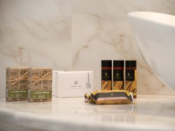 bath amenities libyan mare hotel suites, Erato Master Suite, paleochora hotels, sea view hotel with pool