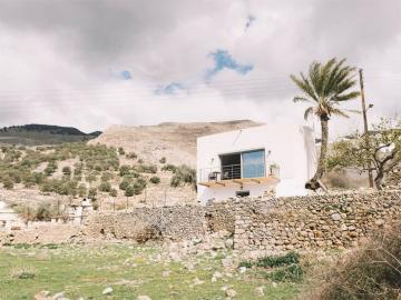 Notos Well Studio House Sfakia, apartments hora sfakion, sfakia residence sea view, sfakia sea view house, south chania where to stay, sfakia travel guide, sfakia accommodation, sfakia sea view house, small village house sfakia, activities chania