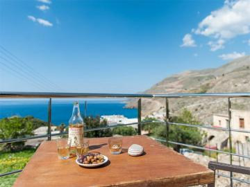 Notos Well Studio House Sfakia, apartments hora sfakion, sfakia residence sea view, sfakia sea view house, south chania where to stay