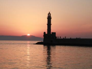 Lighthouse chania, Belmondo Hotel, excellent location, harbour views, rooms and building character and history chania, Chania old port hotel, sea view hotel chania old town, belmonto hotel, belmodo hotel chania, chania travel guide, activities chania