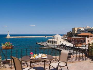Belmondo Hotel, excellent location, harbour views, rooms and building character and history chania, Chania old port hotel, sea view hotel chania old town, belmonto hotel, belmodo hotel chania, chania travel guide, activities chania