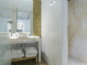 Standard Room marble bathroom, casa delfino hotel chania crete, boutique hotel chania, best small hotel old town chania