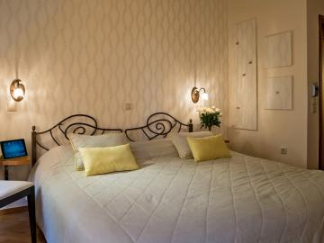 Double Room with Balcony, Ionas Boutique Hotel chania, Ionas Historic Hotel chania crete, Small hotel chania old town
