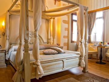 Suite with spa bah, Ionas Boutique Hotel chania, Ionas Historic Hotel chania crete, Small hotel chania old town