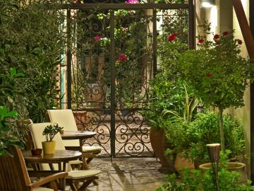 ionas boutique hotel chania. ionas hotel old town chania, ionas hotel splanzia chania, where to stay chania, best small historic hotel chania, chania suites studios apartments double rooms,  crete travel chania, holidays chania town