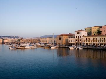 chania old venetian port, To spiti splanzia quarter chania, the house splanzia chania crete, best places to stay chania, family house chania town, house with sea views chania, house nearby centre shops sites chania, to spitia splanzia square chania, self catering house splanzia chania